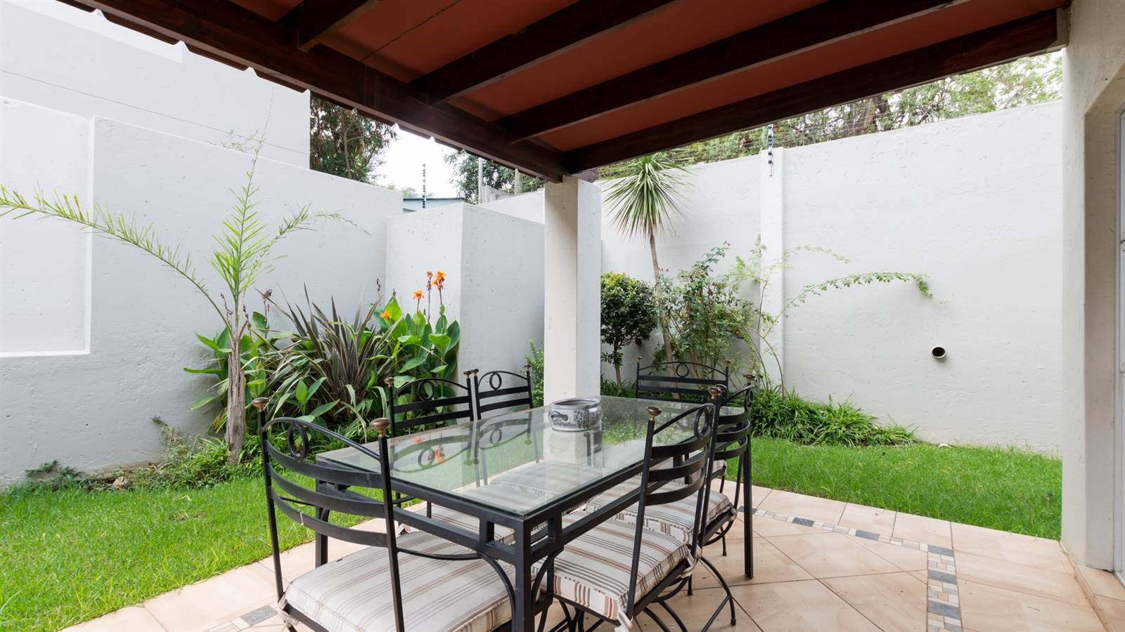 COMPACT FAMILY HOME IN BRYANSTON