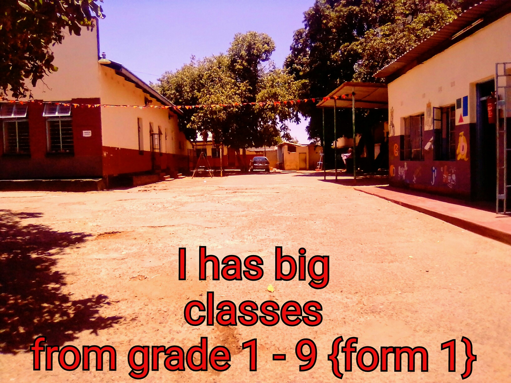 A big school for sale,it has a big hall and a lot of clases